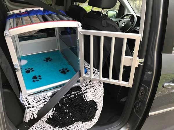 hunde sicher im auto transportieren garantiert sicher. Black Bedroom Furniture Sets. Home Design Ideas