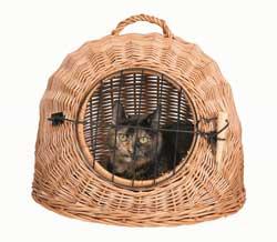 Katzenkörbe sind aus Naturmaterial gefertigt.